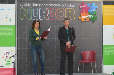 Mirjana Karanović i Nebojša Glogovac uz decu obolelu od raka FOTO
