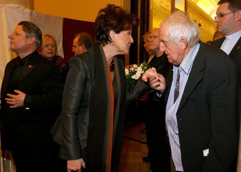 Tak całują dłoń Kwaśniewskiej. FOTO