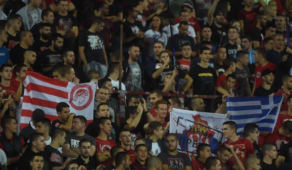 Navijači na utakmici FK Crvena zvezda - FK Olimpijakos