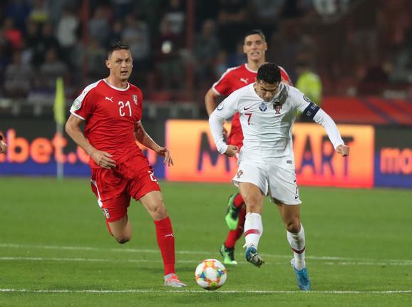 Nemanja Matić u duelu sa Kristijanom Ronaldom
