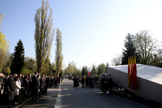Na warszawskich Powązkach Wojskowych oddano hołd ofiarom katastrofy smoleńskiej