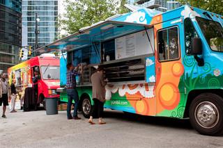Food truck z napojami z opłatą targową