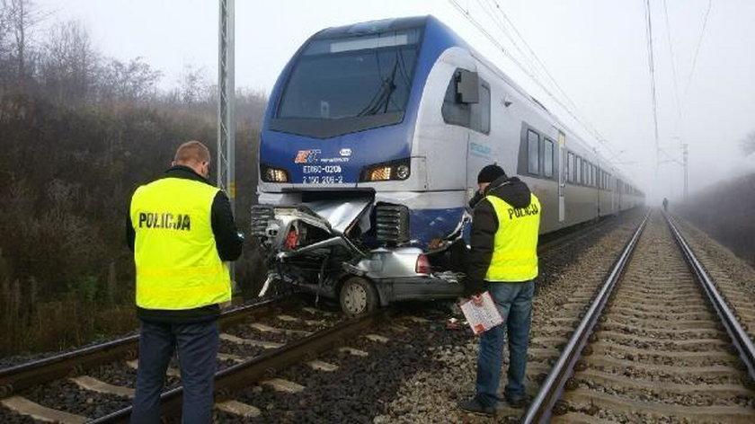 Wypadek na przejeździe kolejowym pod Piotrkowem Trybunalskim