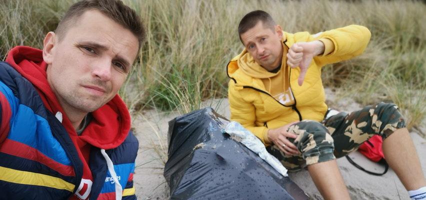 Para zebrała 900 kg śmieci z plaży na Helu!