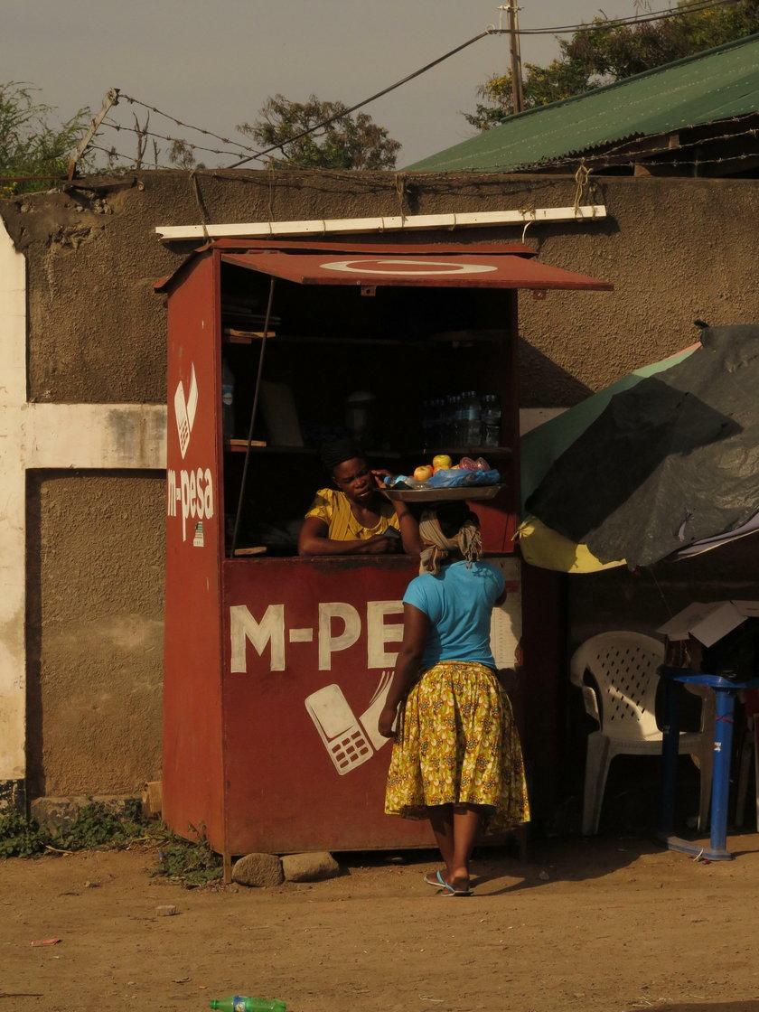 Strażak zbiera na wóz gaśniczy dla mieszkańców Butiama w Tanzanii