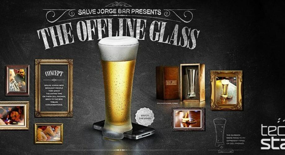 Handy weg! Offline-Glas bringt Menschen ins Gespräch