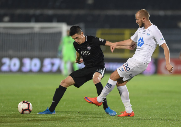 Urošević u duelu sa igračem Moldea