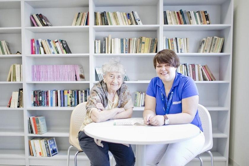 Jak wybrać opiekuna dla seniora?