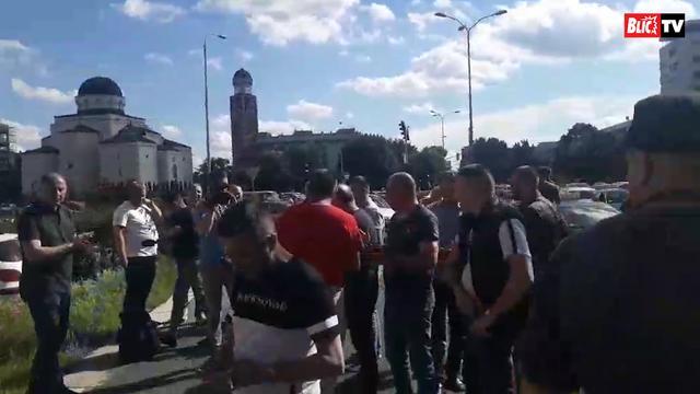Taksisti blokirali Novi Beograd