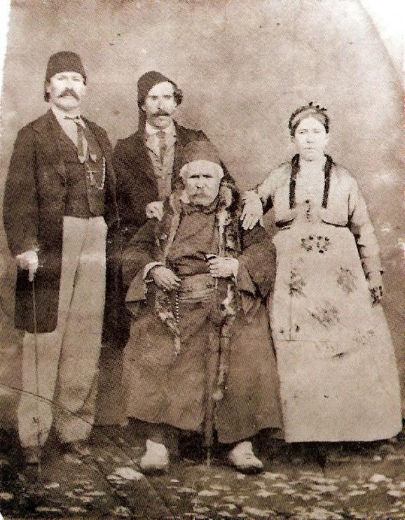 Mali Rista sa ćerkom, zetom i sinom
