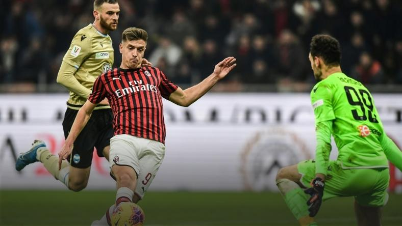 Krzysztof Piatek beat goalkeeper Etrit Berisha to give AC Milan the lead