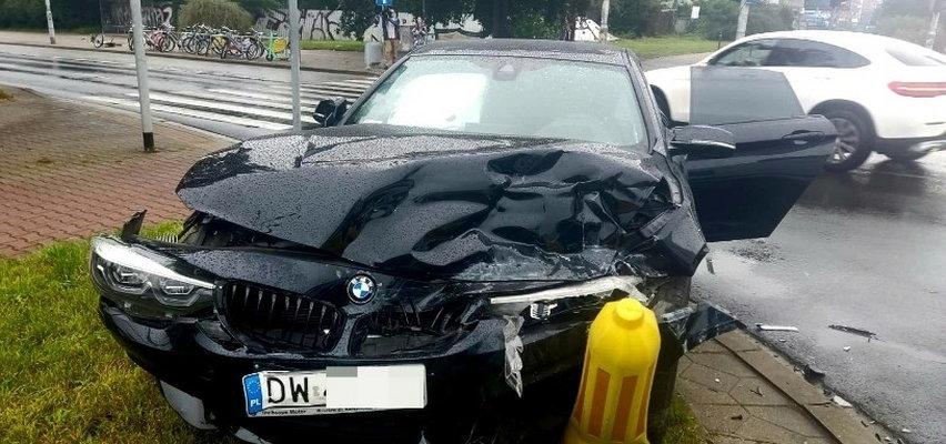 Wrocław: wypadek z udziałem karetki. Nieprzytomna ratowniczka trafiła do szpitala