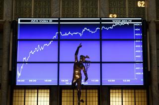 Spadki na Wall Street: Rynek wątpi w efektywność polityki banków centralnych