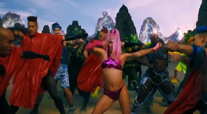 Lejdi Gaga u spotu Stupid Love