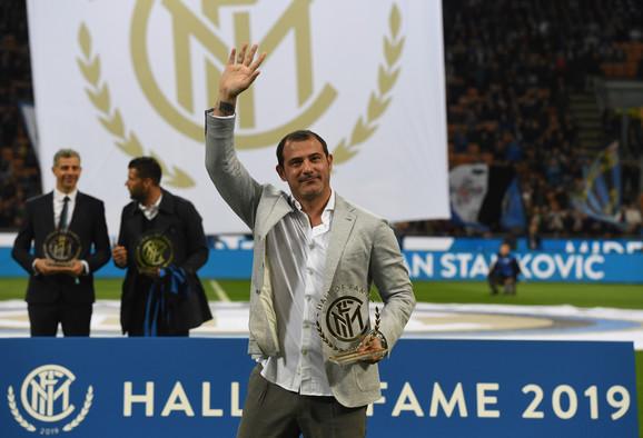 Deki Stanković prima nagradu za ulazak u Kuću slavnih