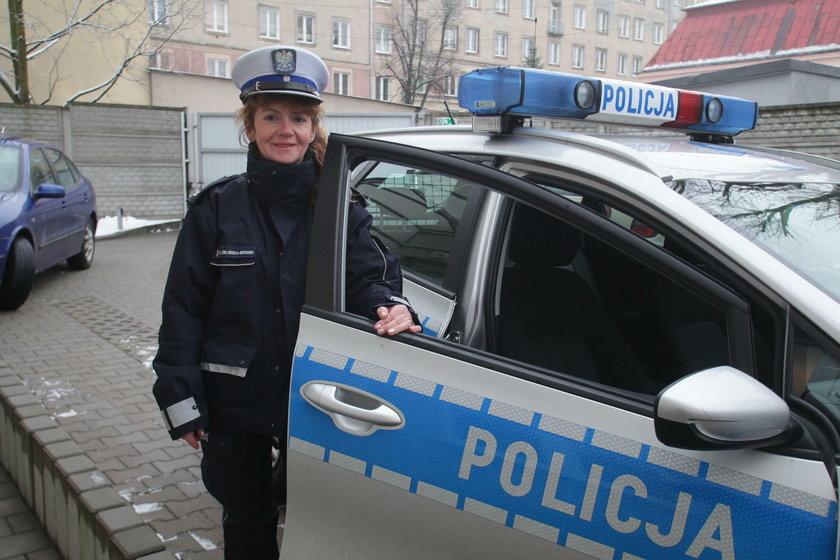 Policjantka mówi wierszem do kierowców