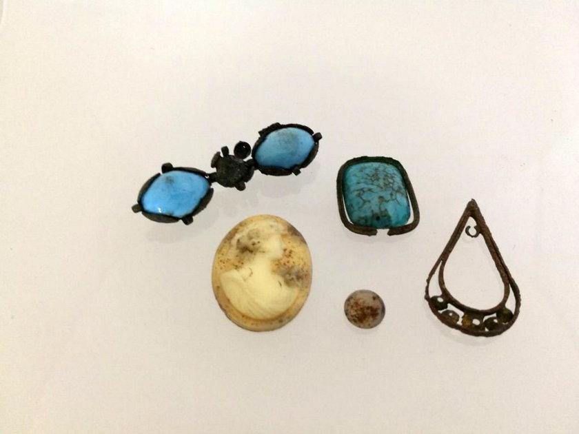 Biżuteria znaleziona na terenie dawnego obozu Stutthof