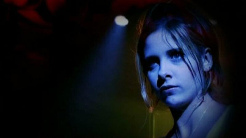 Sarah Michelle Gellar jako Buffy (kadr z serialu, prod. Joss Whedon)