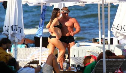 Hardkorowy koksu na plaży