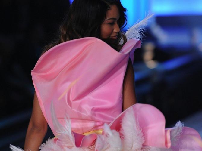 Viktorijin anđeo ZAPROŠENA na najromantičniji način na svetu: Ona je prelepa, a ovako izgleda NJEN DEČKO!