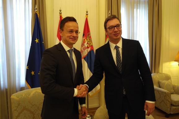 Peter Sijarto sa Vučićem