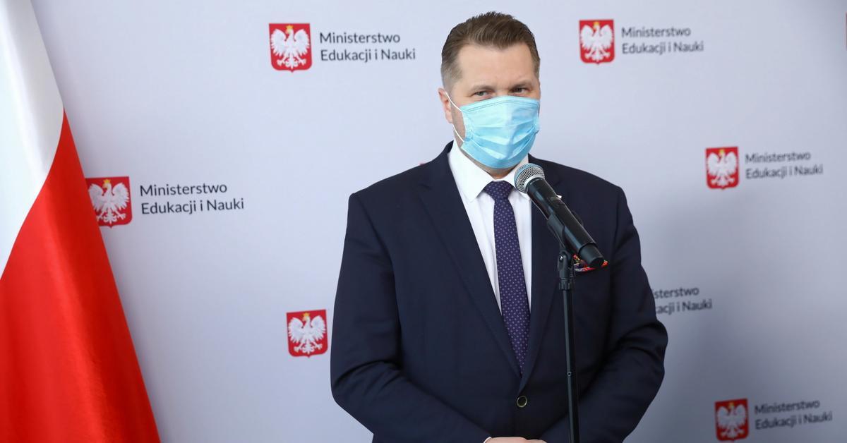 """Uczniowie boją się wracać do szkół. Czarnek: """"Take it easy"""" - GazetaPrawna.pl"""