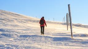 Trudne warunki turystyczne i bardzo silny wiatr w Bieszczadach