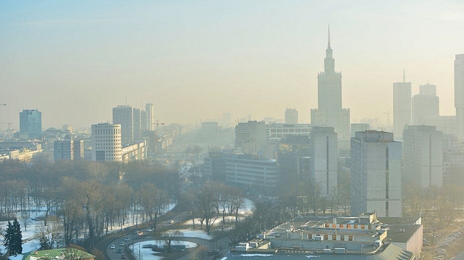 """Warszawa: Porażka w wymianie """"kopciuchów"""". Aktywiści alarmują"""