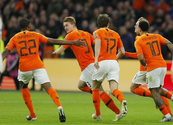 Slavlje nakon gola fudbalera Holandije