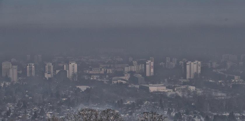 Służby za późno informują o smogu?! Zobacz, jak robią to w innych państwach