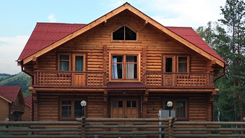 Koszt postawienia konstrukcji z bali zaczyna się już od 1200 - 1600 zł netto/mkw