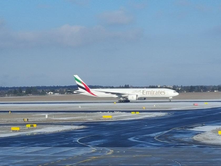Boeing 777 wylądował na Ławicy