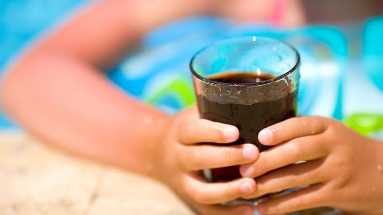 Ten napój nie powinien trafiać do dzieci
