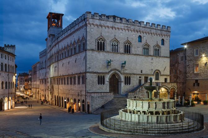 Fontana Mađoro i katedrala Duomo u Peruđi