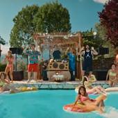 SNIMAK KOJI JE NAPRAVIO LOM NA JUTJUBU! Lepotice u uskim kupaćim kostimima, fudbalska legenda i bazen, čitava Italija PRENERAŽENA! /VIDEO/