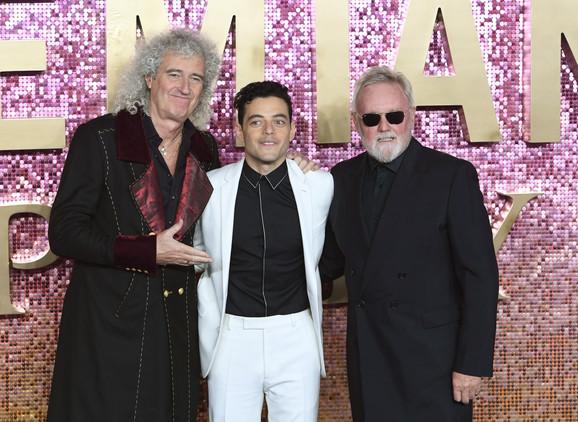 Rami Malek sa Brajanom Mejom i Rodžerom Tejlorom iz grupe