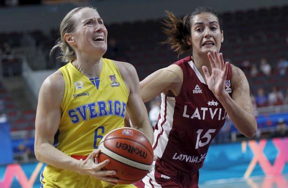 Detalj sa meča košarkašica Švedske i Letonije