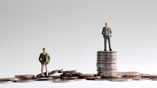 W stołecznym ratuszu zarabia się trzy razy więcej niż w rządzie