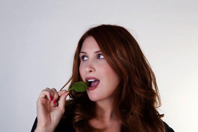 100 grama spanaća sadrži oko 20 odsto preporučenog dnevnog unosa gvožđa