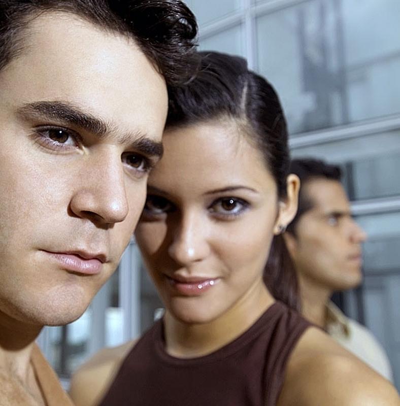 hogyan lehet tudni, hogy randevúzik-e egy férfi vagy egy fiú két online társkereső oldal