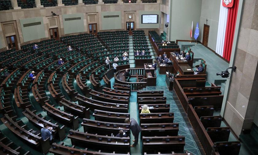 Obrady Sejmu, podczas których omawiany będzie Polski Ład, rozpoczęły się o godzinie 9.