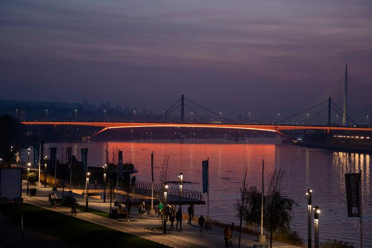 Dekorativno osvetljenje na mostu Gazela