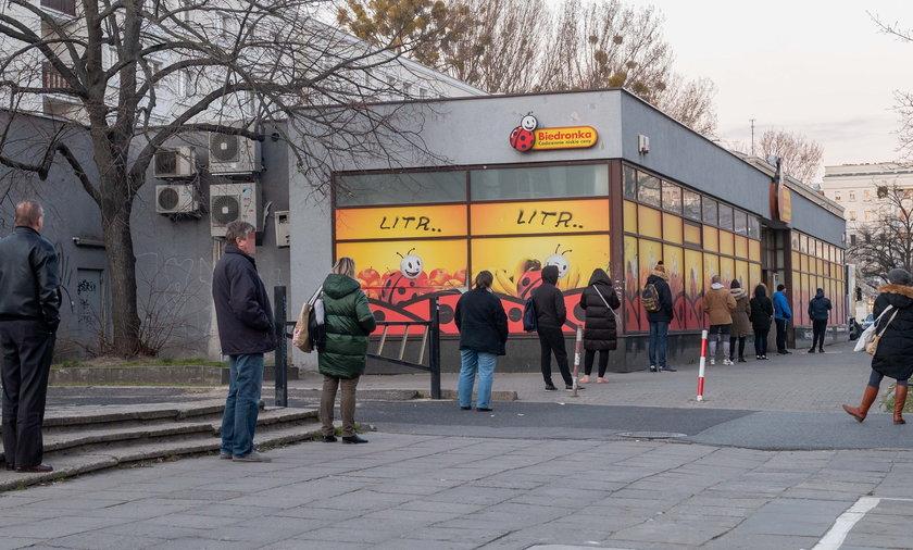 Aktualne obostrzenia, zaostrzające między innymi limity osób, które mogą przebywać w sklepie, obowiązują do 9 kwietnia.