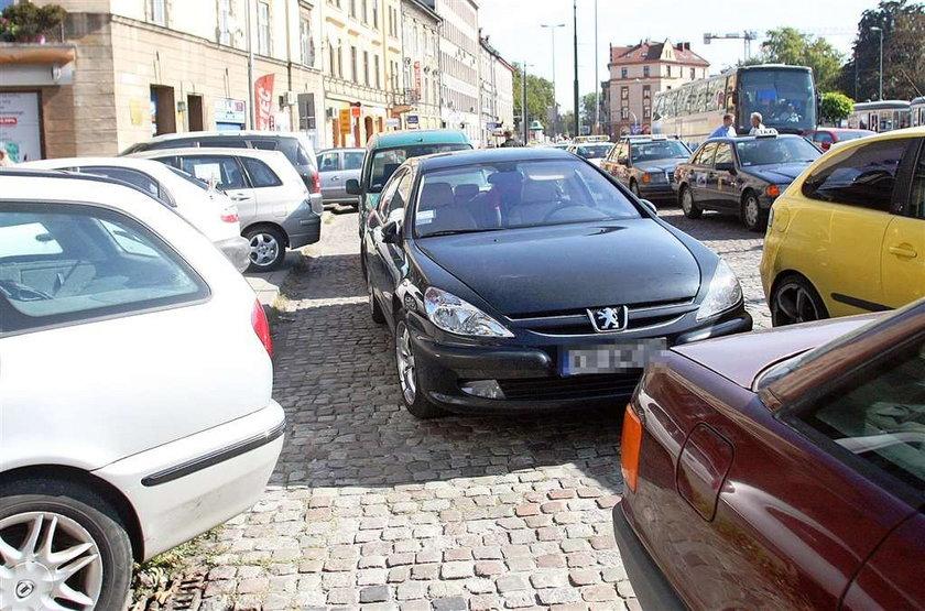 Tak parkują radni!
