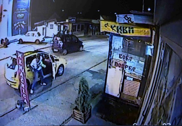 Taksista pokušava da spreči Dobrića da pobegne
