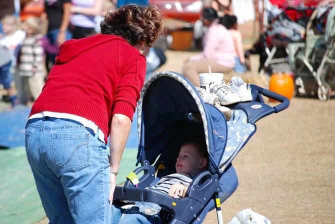 Napravite hladovinu bebi pomoću suncobrana ili ventilatora