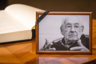 Jan Englert: Wajda nie pozwolił się nigdy zdewaluować