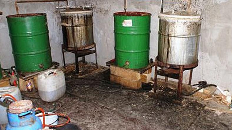 Przepis na wódkę - rozcieńczalnik, deszczówka z bajora i woda z gaszonego wapna