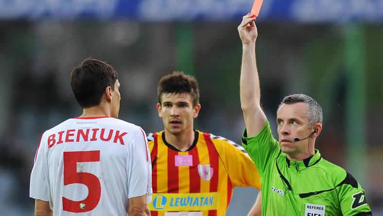 Jarosław Bieniuk ukarany czerwoną kartką przez sędziego Roberta Małka