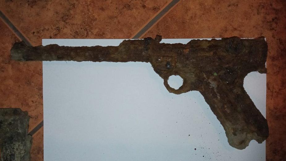 Podczas zabawy w lesie znaleźli broń z czasów II wojny światowej